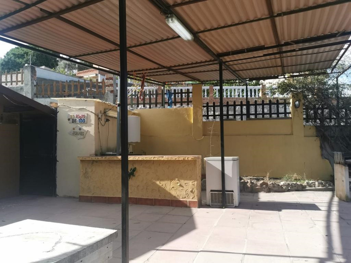 Villa con 6 Dormitorios en Venta Alhaurín de la Torre