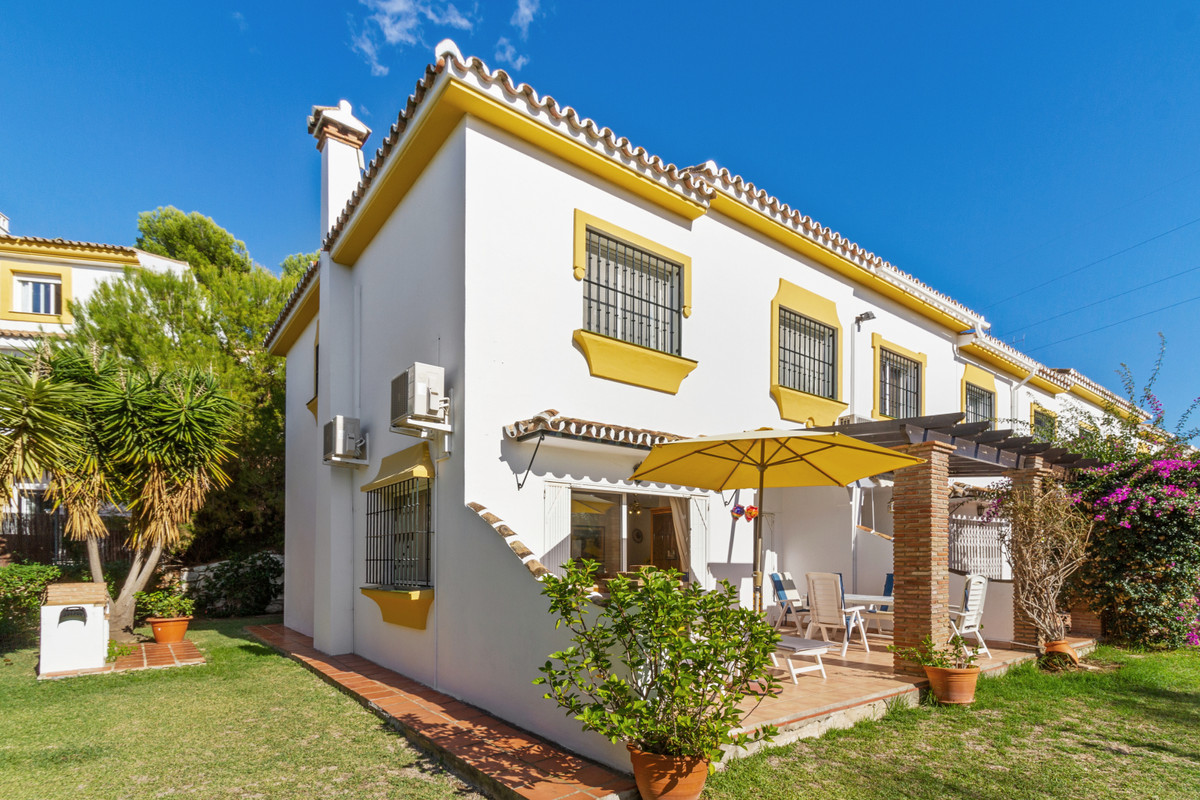 Haven of peace 5 minutes from the beach which is composed of 3 bedrooms, 2 bathrooms and a toilet.  ,Spain