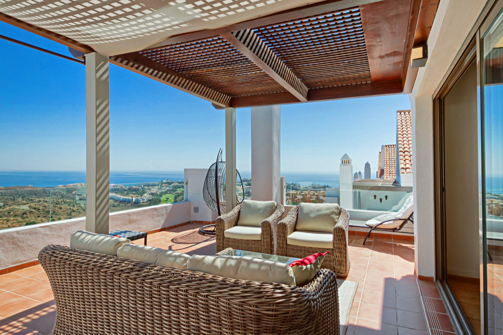 Corner apartment on the top floor with elevator. This residence offers stunning views of the sea fro,Spain