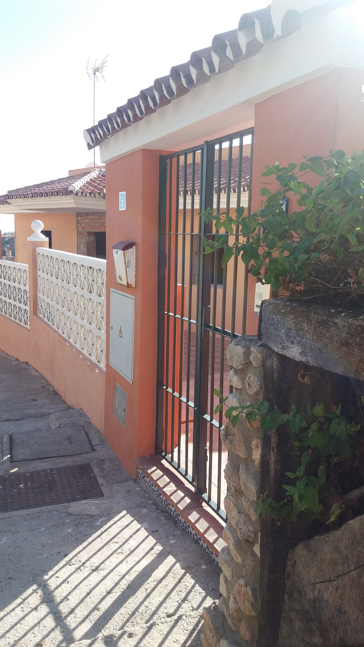 The house is to reform, it has 4 bedrooms, 2 bathrooms, living room, kitchen and terrace.  It has tw,Spain