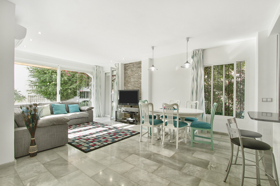 Bright corner apartment on the ground floor consisting of 2 bedrooms and 2 bathrooms.  With direct a,Spain