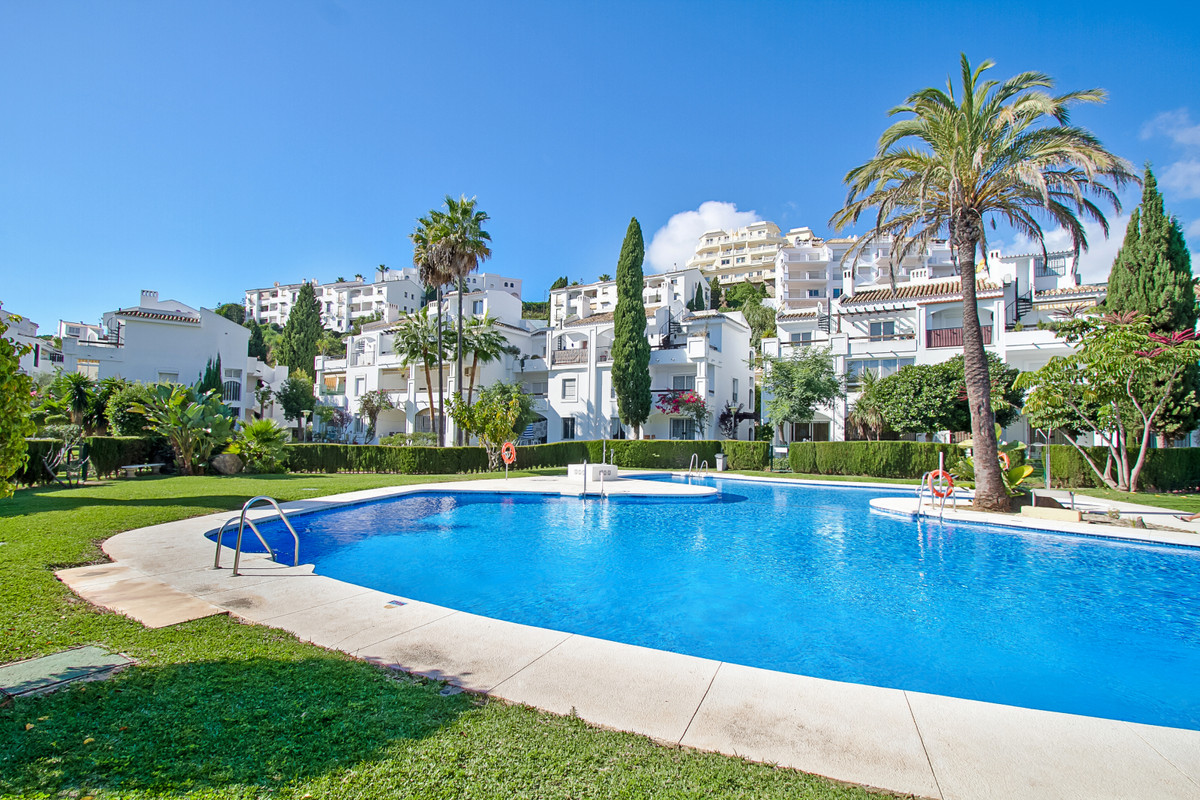 Located on the second floor without elevator to renovate. One bedroom apartment and two bathrooms wi, Spain
