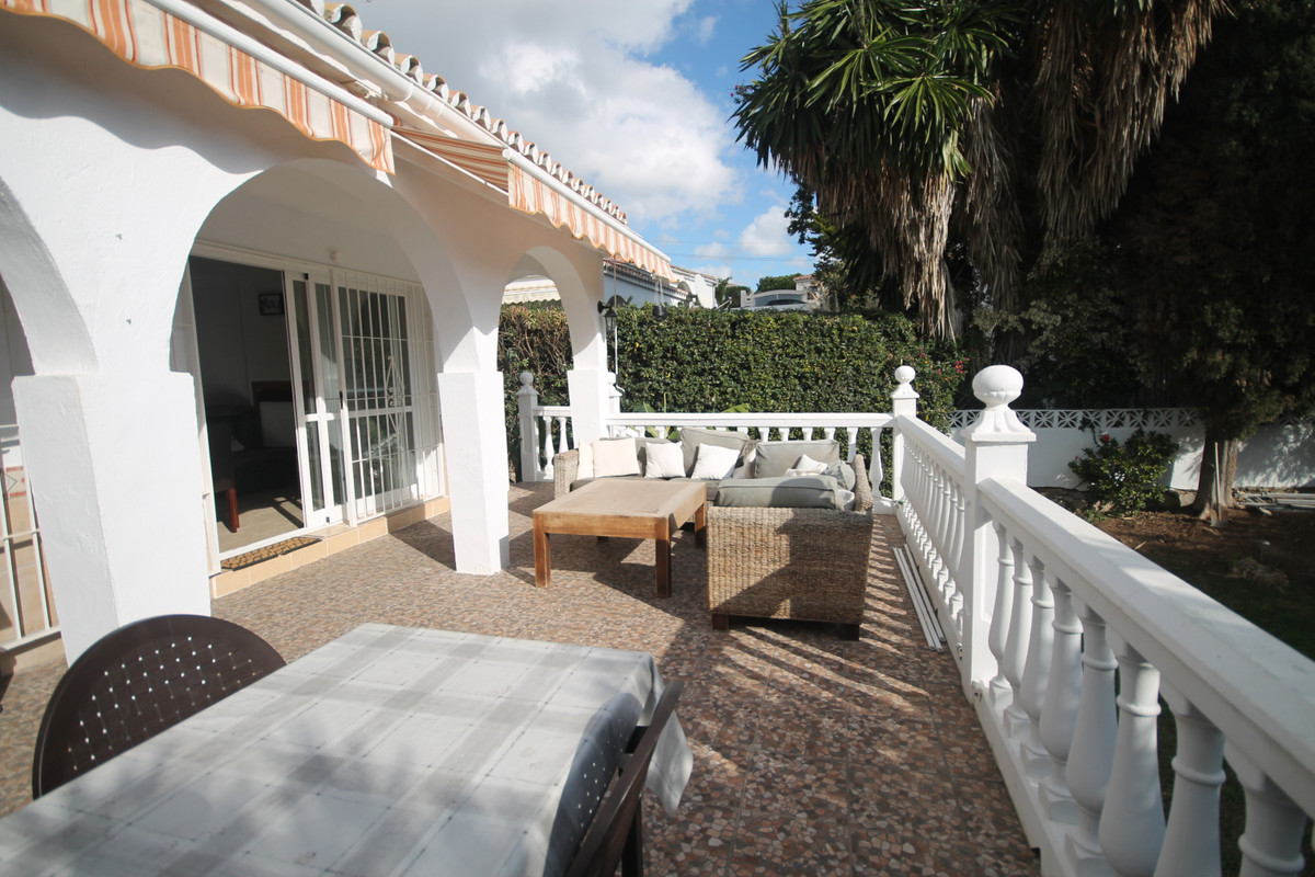 Between 250.000€ to 300.000€ a visit and a make on offer !! 99 sqm Pleasant house to live to the yea, Spain