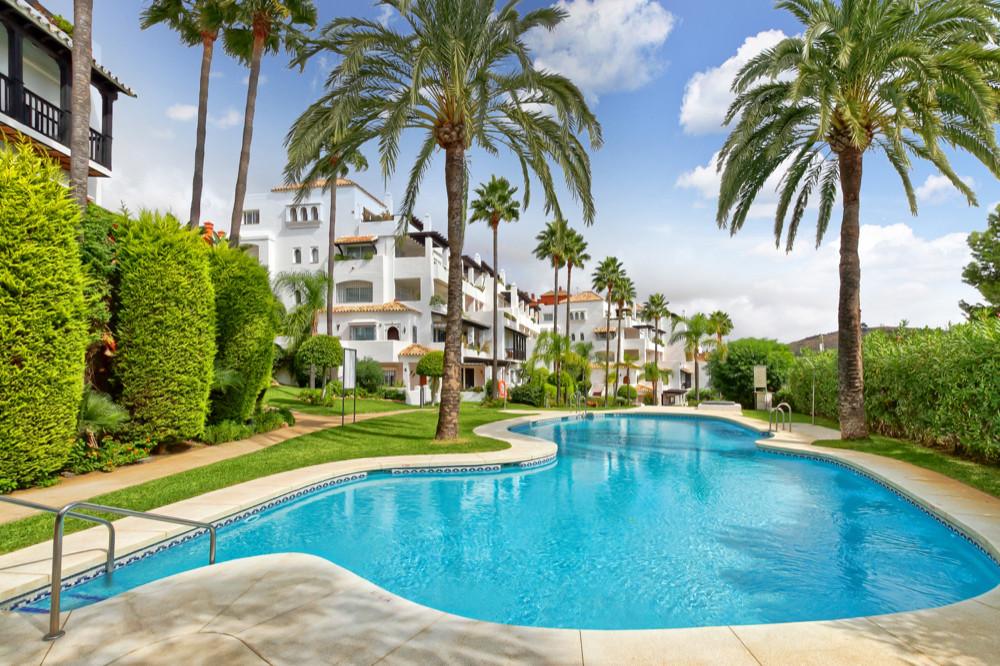 Marbella Banus Apartamento Planta Media en Venta en Calahonda – R2946230