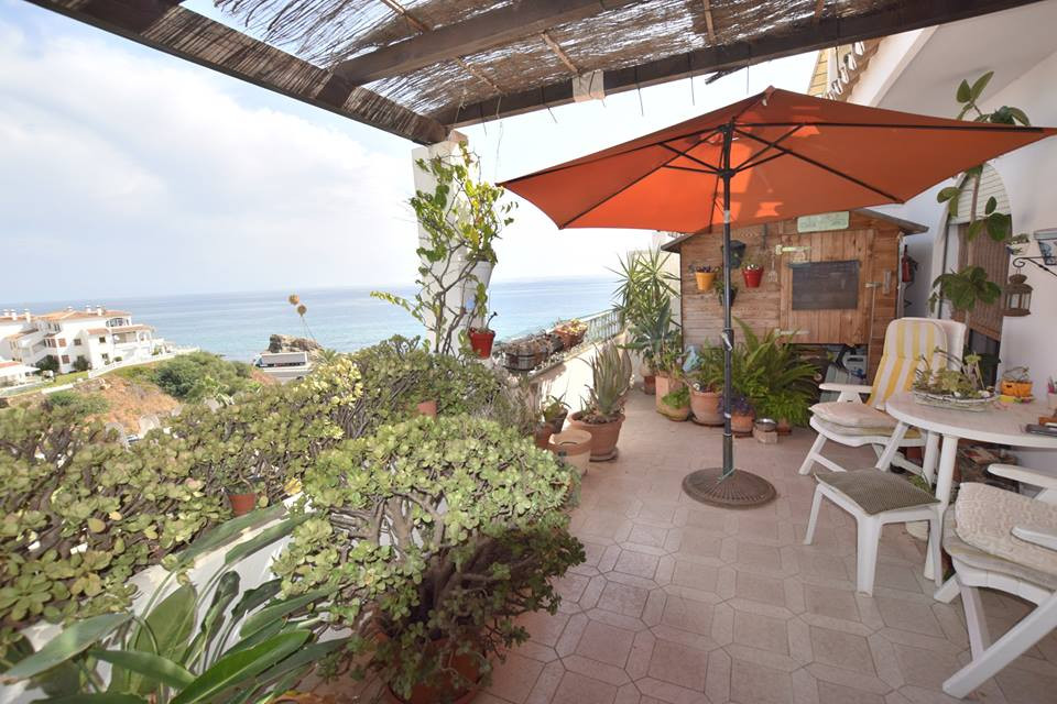 Apartment of 85 m² built, 60 m² useful + 20 m² terrace. 2 bedroom apartment with large fitted wardro, Spain