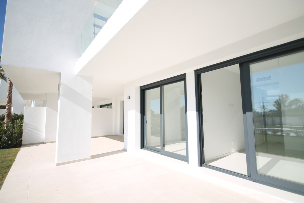 Ground Floor Apartment, Estepona, Costa del Sol. 2 Bedrooms, 2 Bathrooms, Built 107 m², Terrace 48 m, Spain