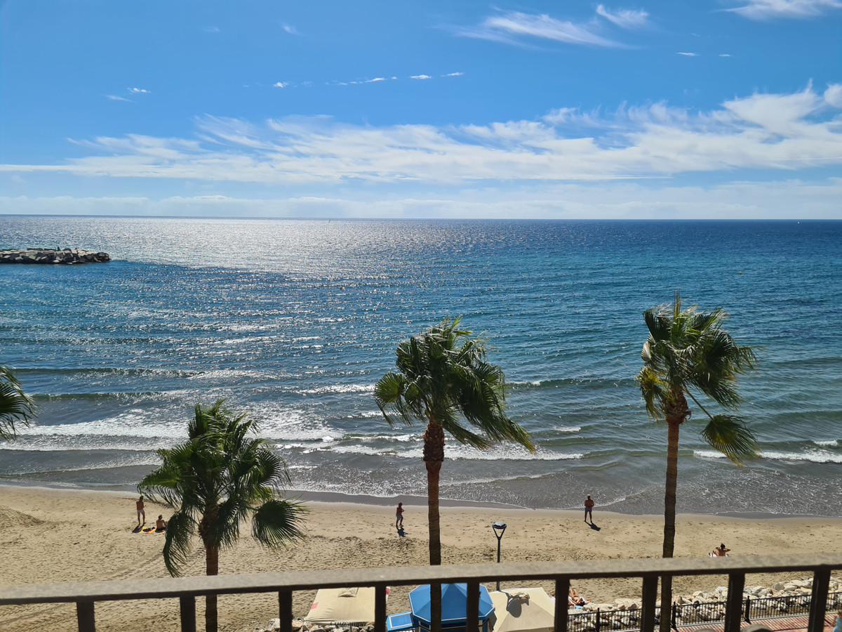 Spacious and bright apartment on the beachfront facing south. It has sea views from the living room,,Spain
