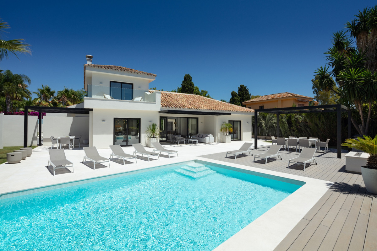 The property is in a peaceful residential area where the quiet streets weave together and run adjace,Spain