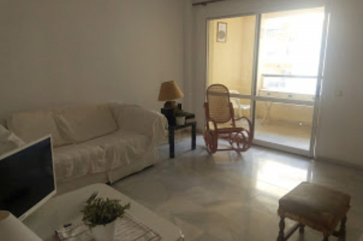 R3597644 | Middle Floor Apartment in Estepona – € 185,000 – 2 beds, 1 baths