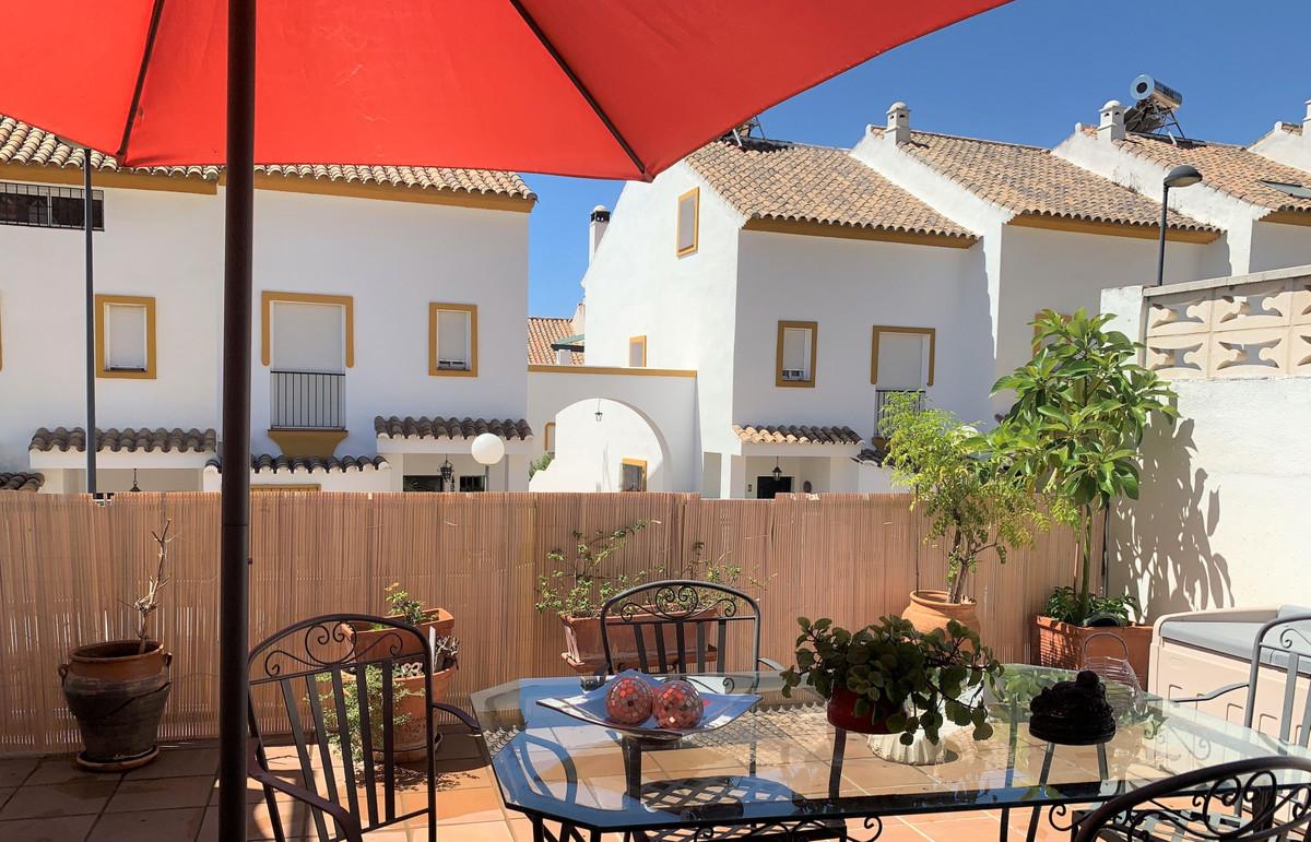 Marbella Banus Adosada en Venta en Marbella – R3716105