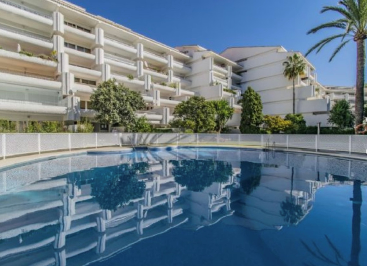 OPPORTUNITY NEXT TO THE BEACH IN THE BEST AREA OF MARBELLA. Apartment located a few steps from the p, Spain