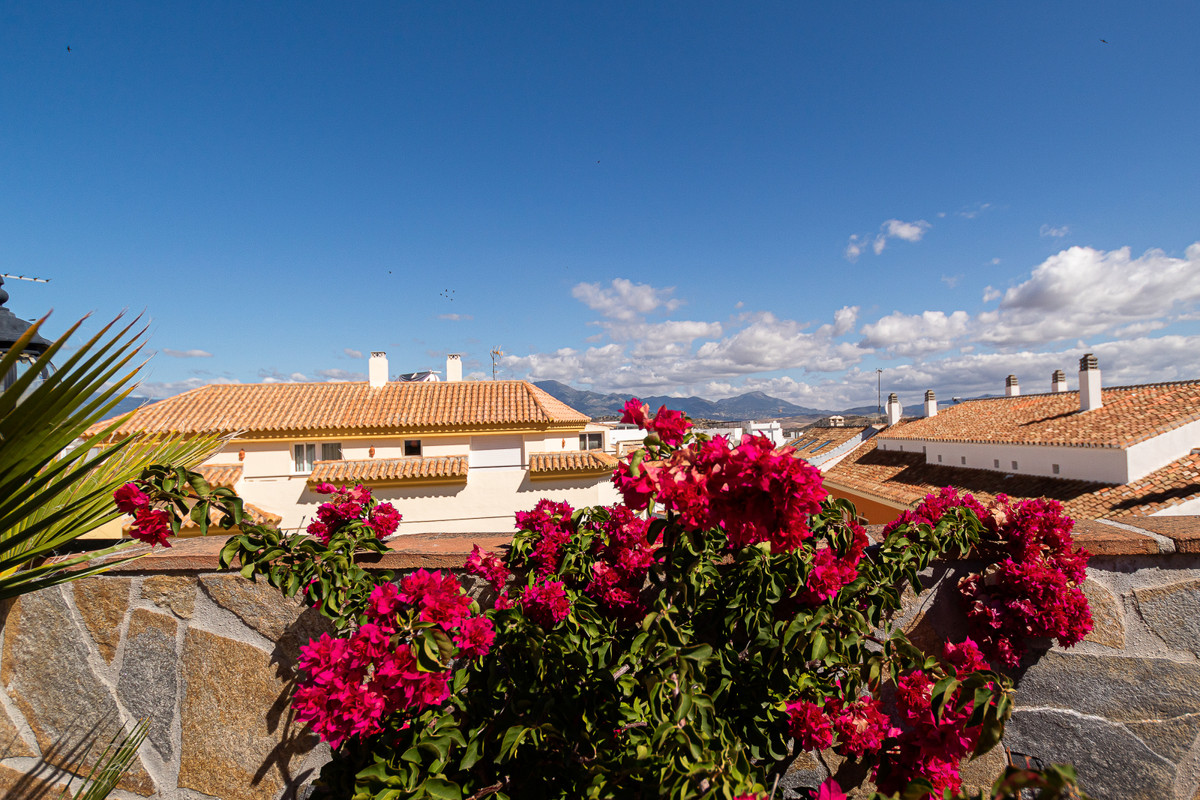 Penthouse located in the centre of Coin, a few metres from the Town Hall and all the necessary servi, Spain
