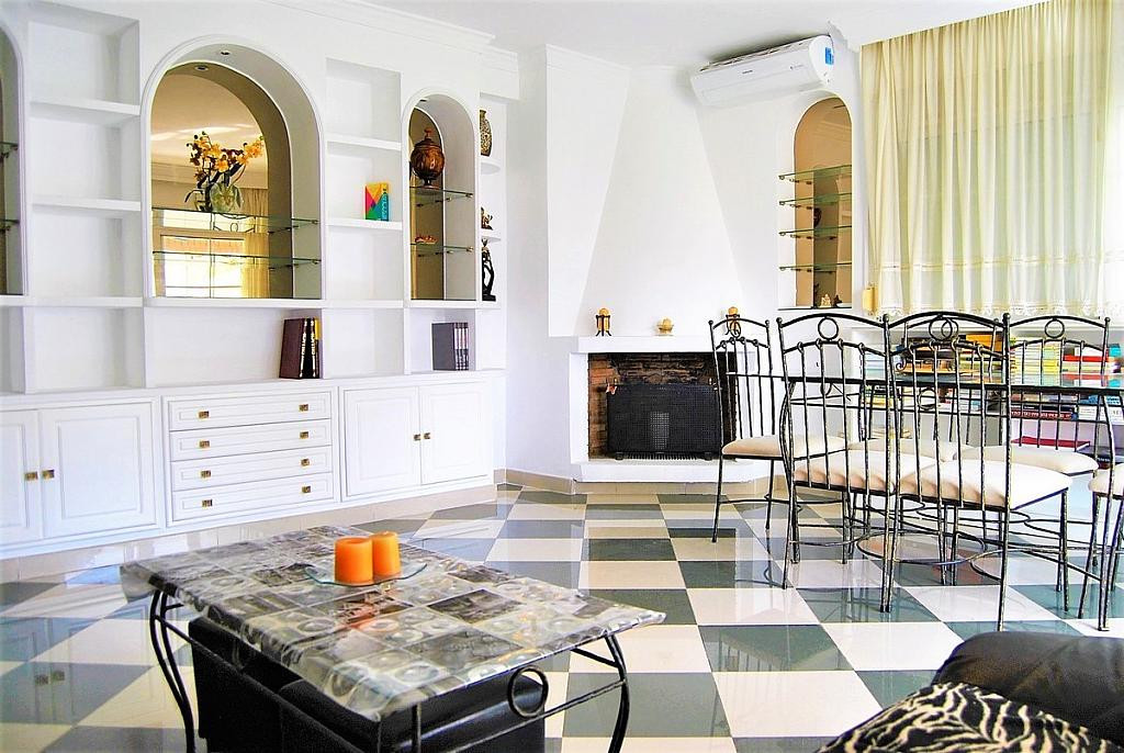 Beautiful and bright apartment for sale in the center of Marbella, in the same avenue Ricardo Sorian,Spain