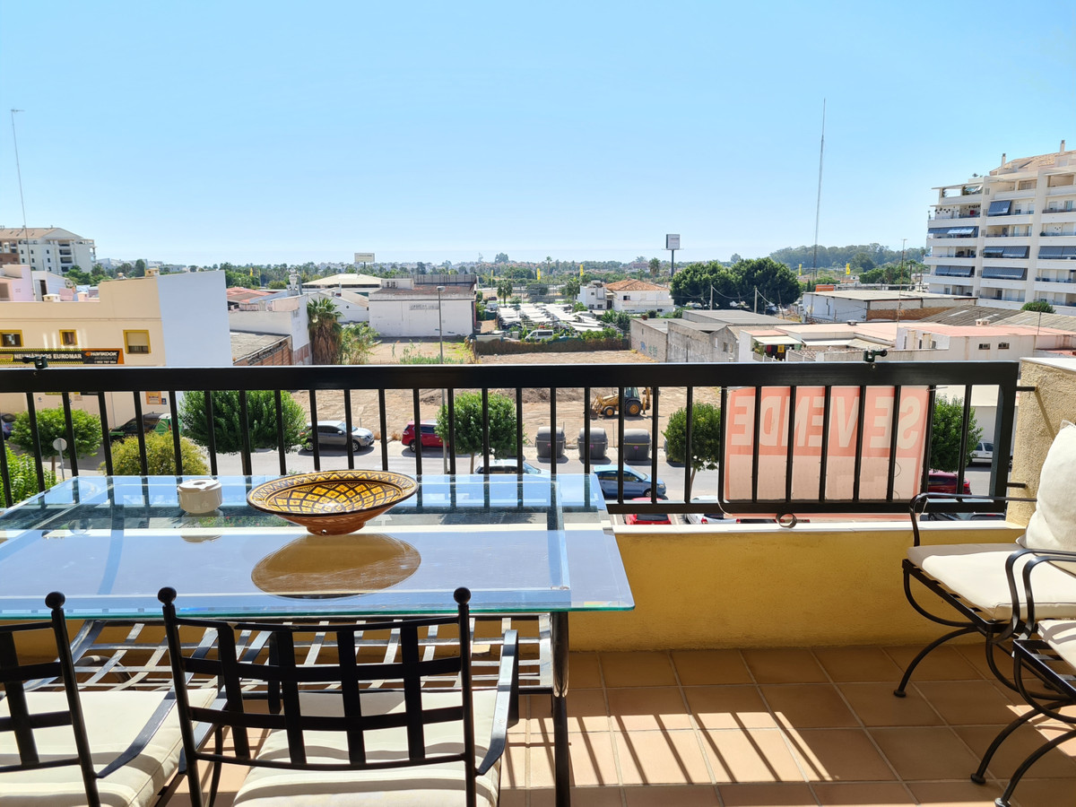 Apartment with 3 bedrooms and 2 bathrooms, with communal pool and underground garage in one of the b,Spain