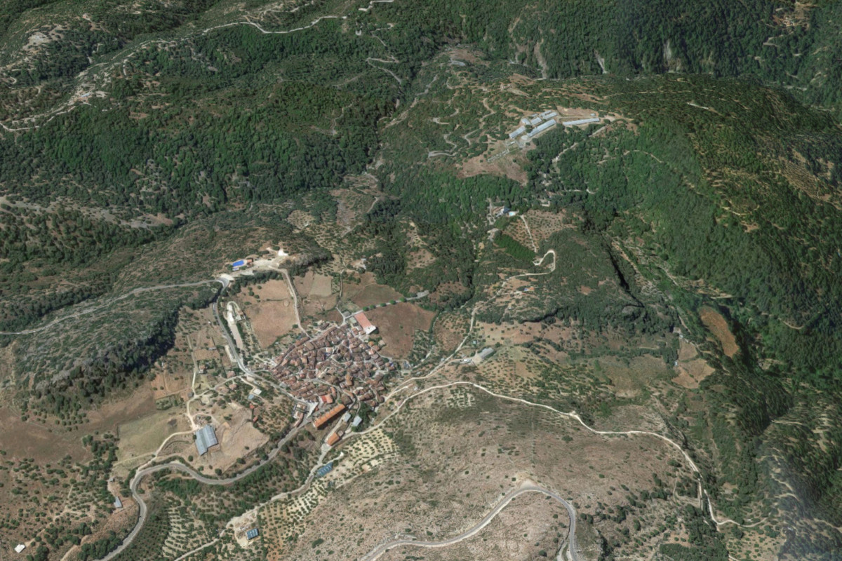 FINCA OF 100 HECTARES  Rustic property of 1.060.633 m2 with residential use with project for the con,Spain