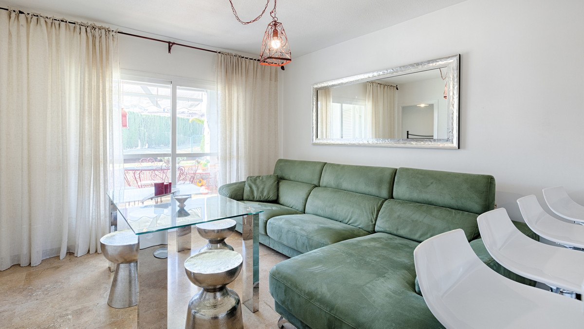 Beautiful and bright apartment in the Selwo area with a fully renovated and modern kitchen; ideal fo,Spain