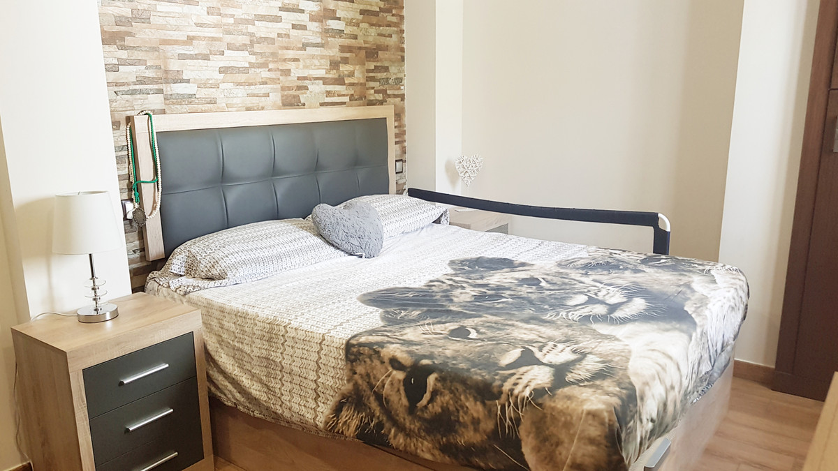 Apartment renovated two years ago with finishes of excellent quality, has 3 bedrooms, a bathroom and, Spain