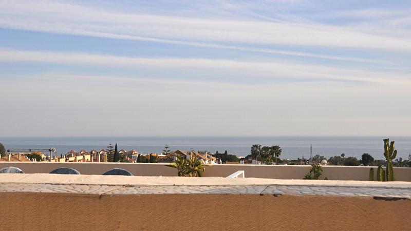 Adosada en venta en Marbella – R3378865
