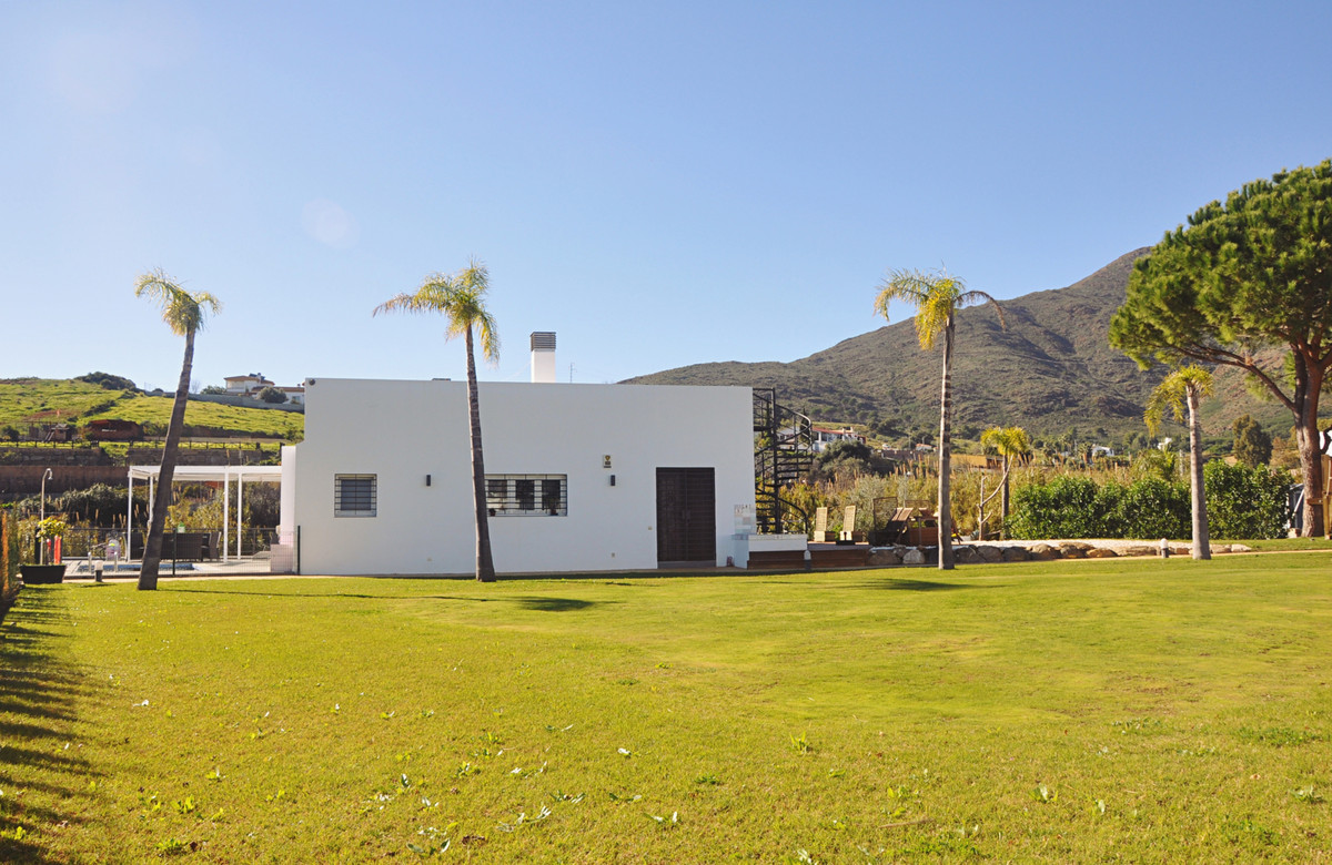 Magnificent Villa of 2 floors and large plot (4007 m2 plot), with a spacious garden, which is protec, Spain
