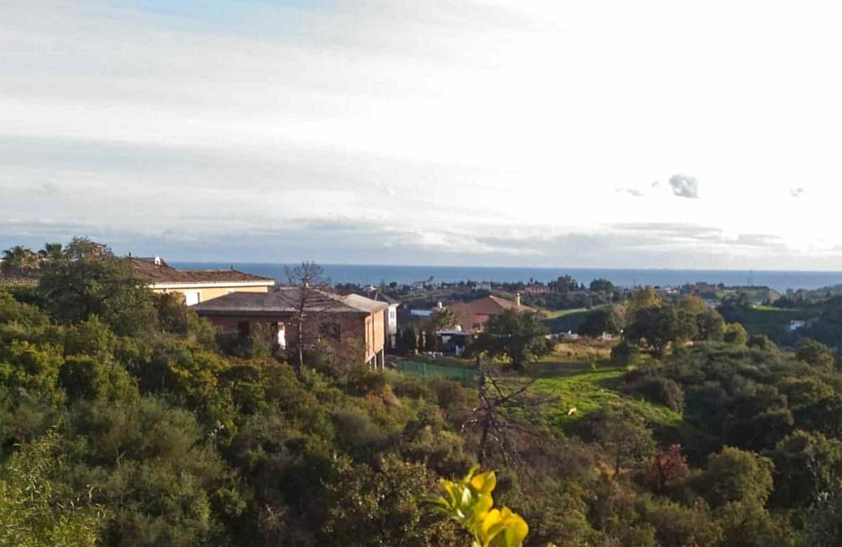 R3386773 | Residential Plot in Estepona – € 105,000