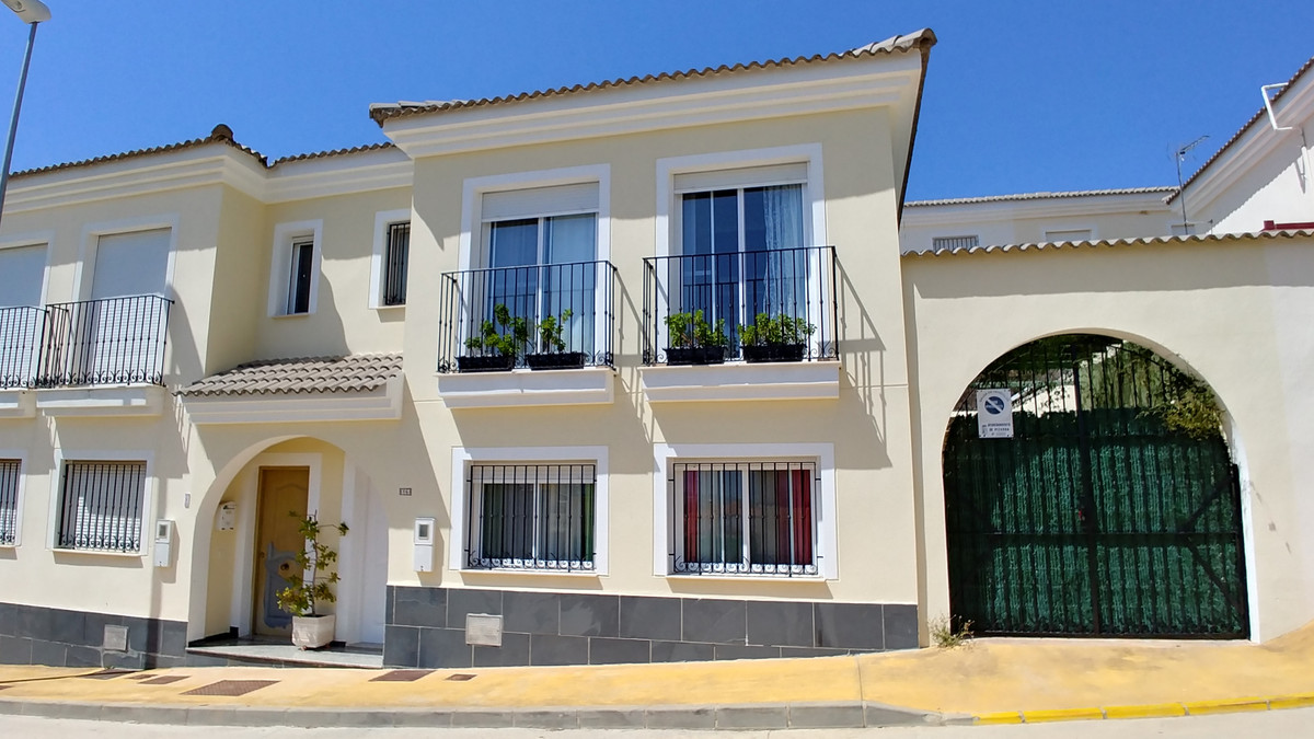 Townhouse for sale in Pizarra