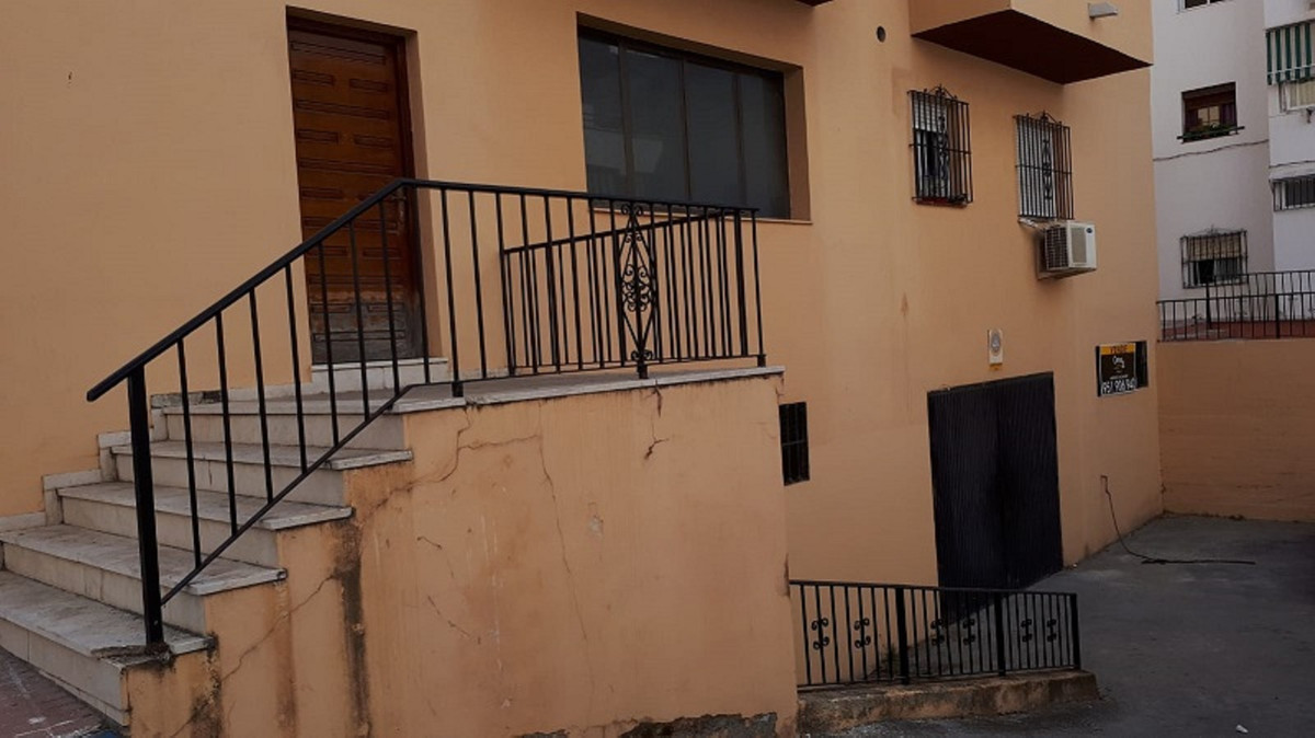 BASEMENT / STORE / GARAGE of 319m2  This property is located in the heart of the busy neighborhood o,Spain