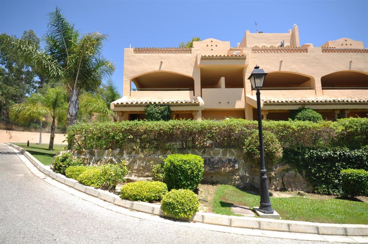 Middle Floor Apartment for sale in Elviria