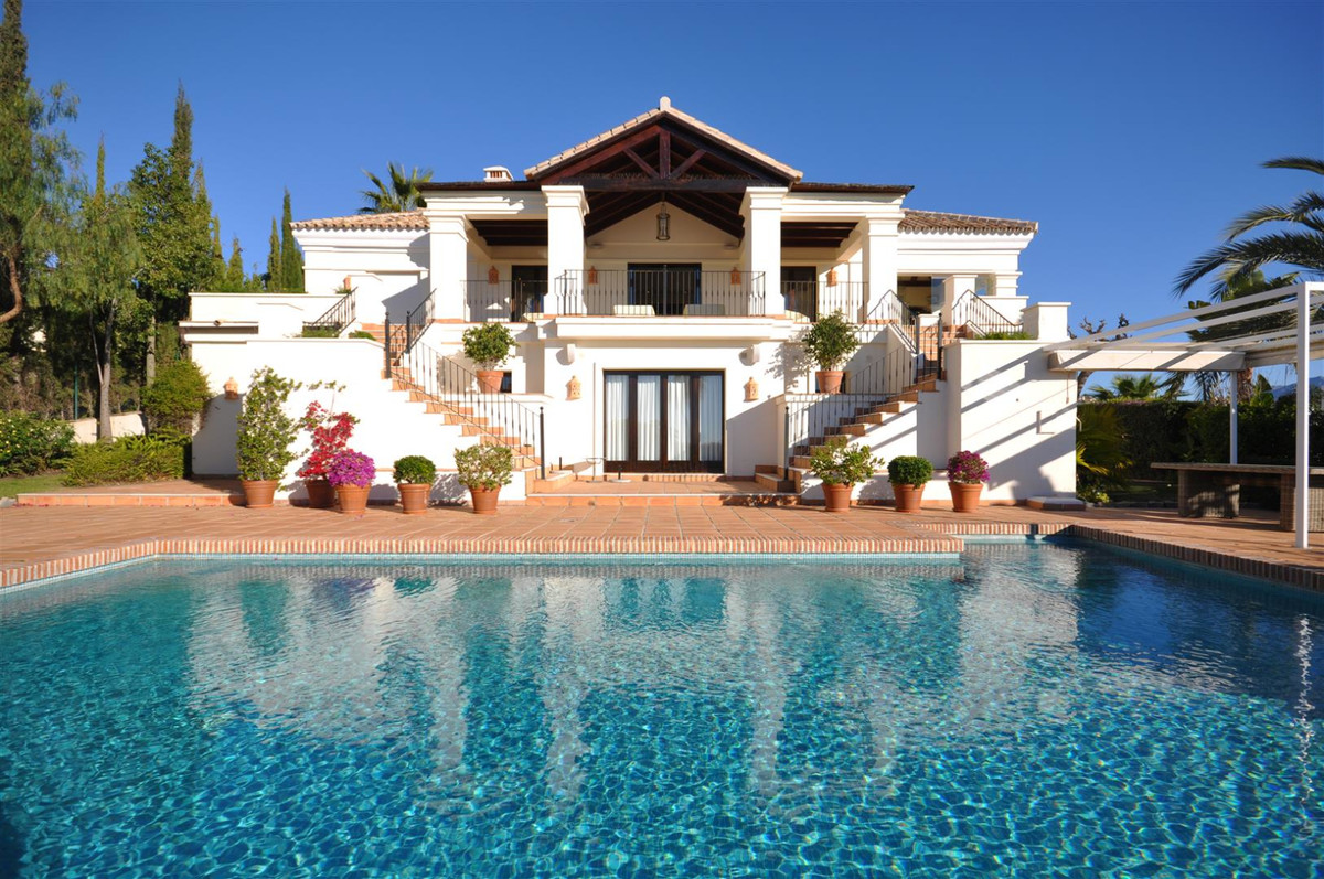 GORGEOUS WELL DESIGNED FAMILY HOME , PRESTIGIOUS GATED COMMUNITY SEA VIEWS, PARAISO  This gorgeous v, Spain
