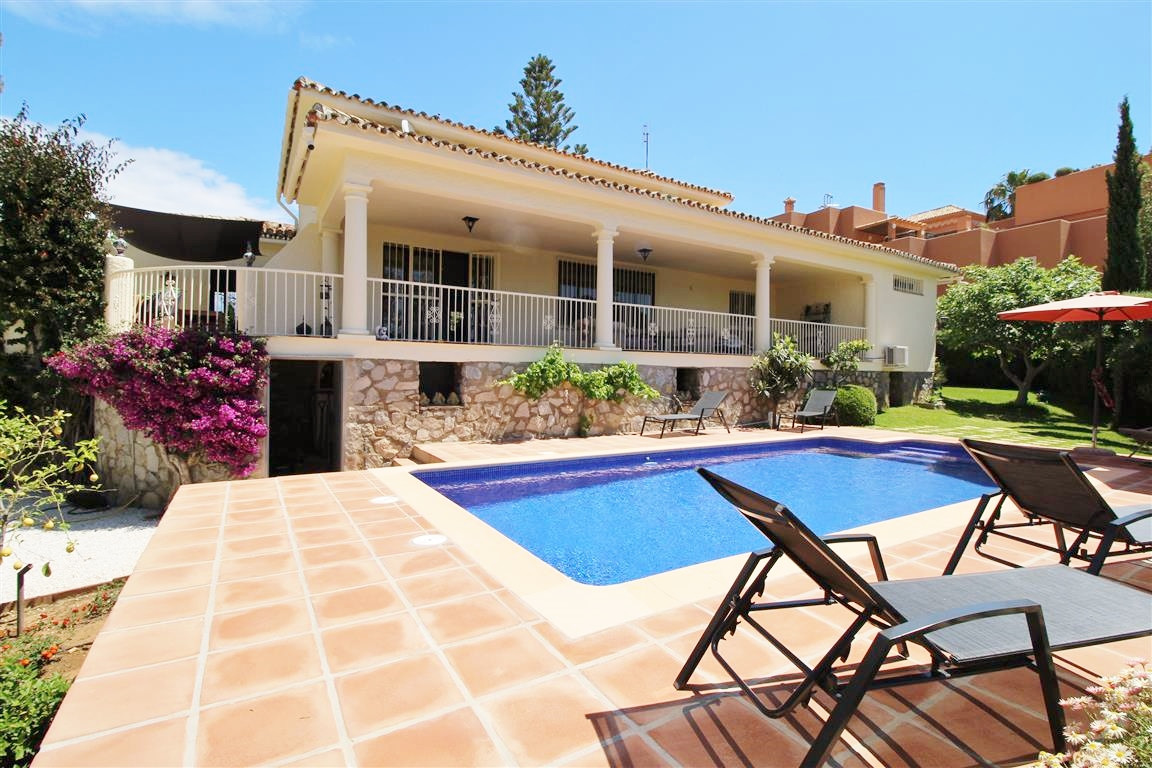 A large front line golf 3/4 bedroom single level villa in Cabopino, East Marbella. Exceptionally lar, Spain