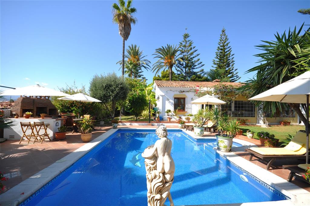 JUST REDUCED STUNNING 4 BEDROOM VILLA WALKING DISTANCE FROM ALL AMENITIES SAN PEDRO  Fabulous 4 bedr, Spain