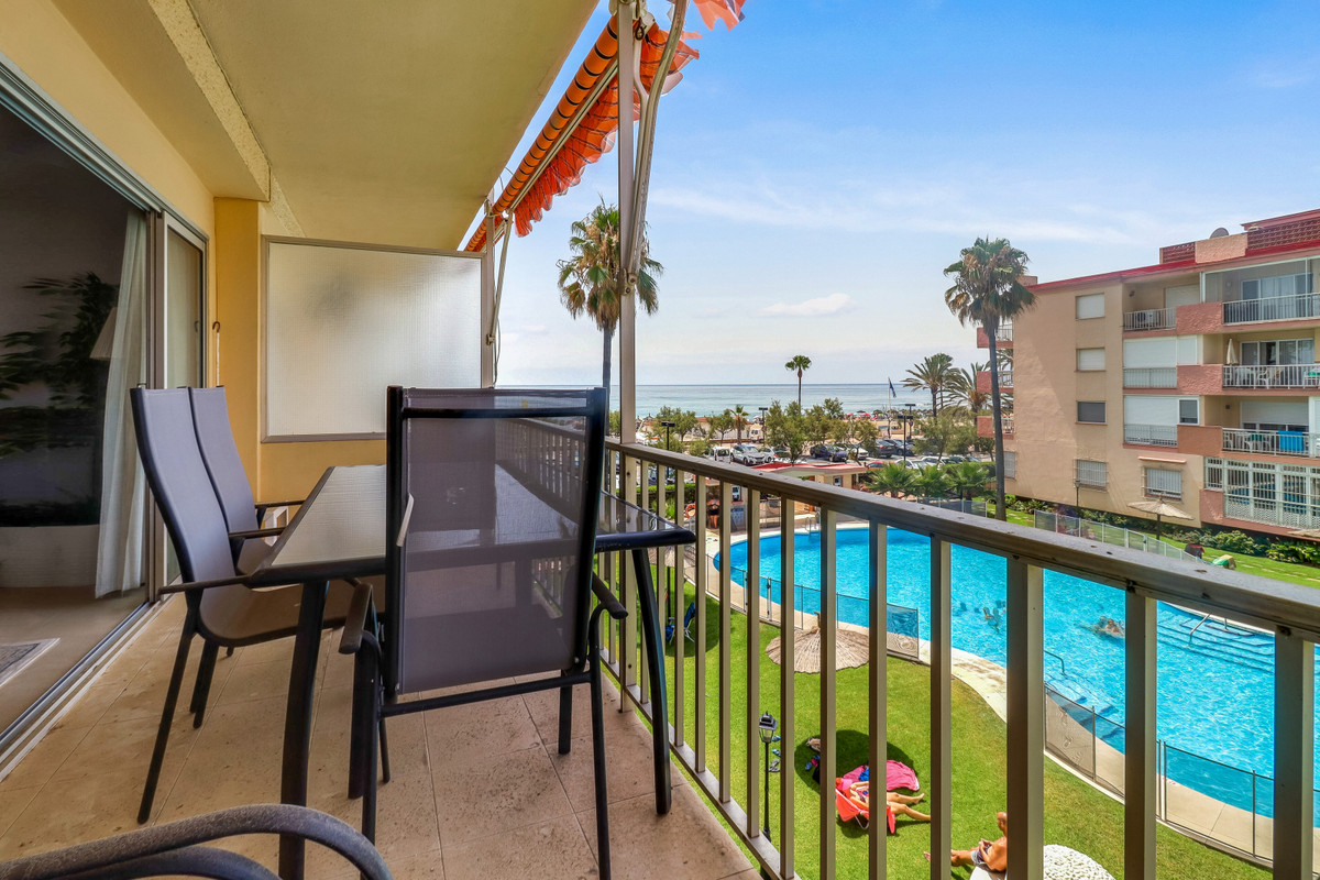 Nice apartment just next to the sea and the long promenade in Fuengirola. Urb. Polamar also offers a,Spain
