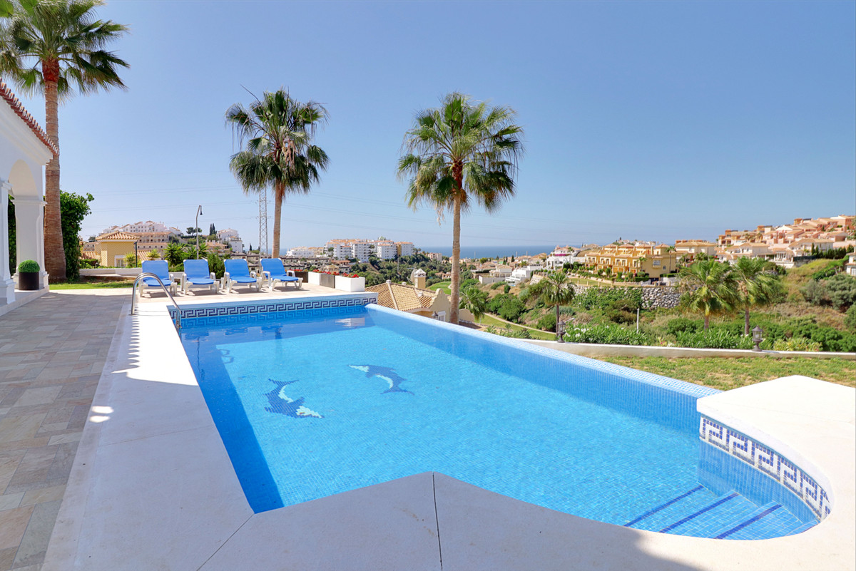 In Riviera del Sol, near Miraflores golf course, this fantastic property is located. From the large ,Spain