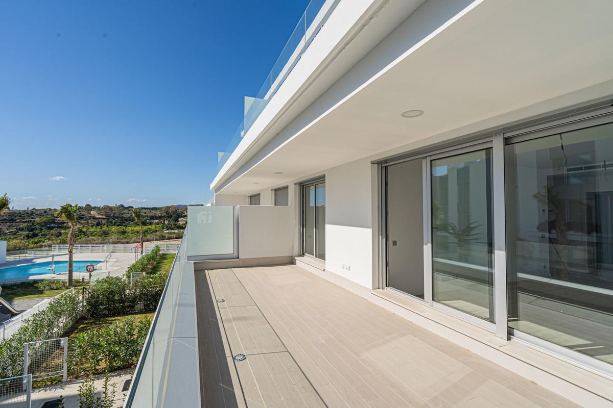 Apartamento Planta Media en Venta en New Golden Mile – R3517792