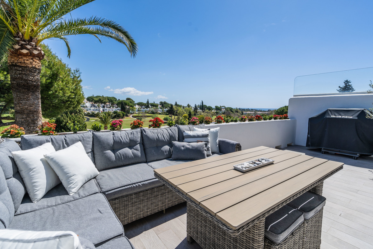 Fantastic townhouse with sea, mountain and golf views in popular Azahara II.  At the entrance you wi,Spain