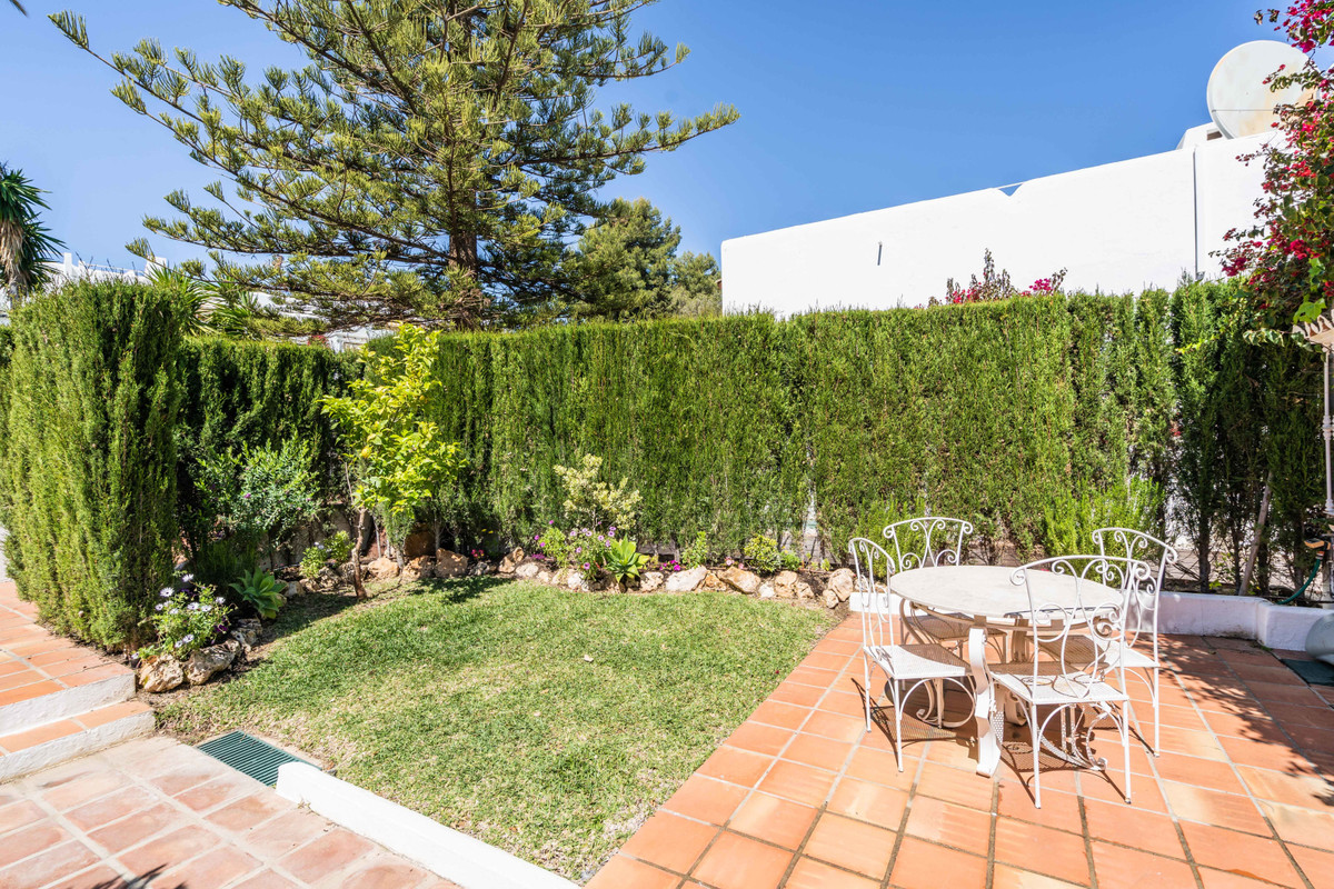 2 Bedroom Townhouse For Sale, Nueva Andalucía
