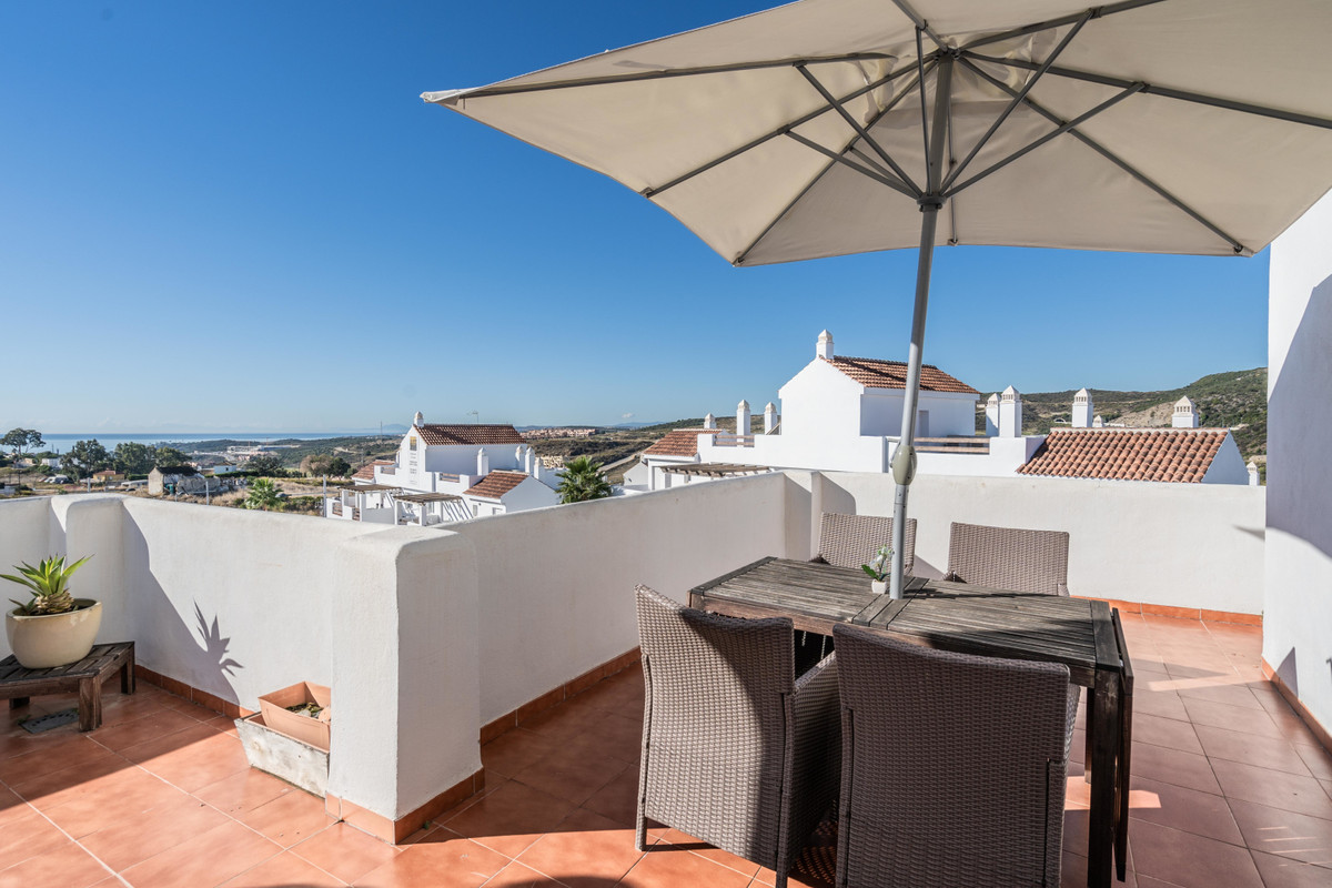 Fantastic corner penthouse in Valle Romano!  The apartment has a spacious living room with a lot of , Spain