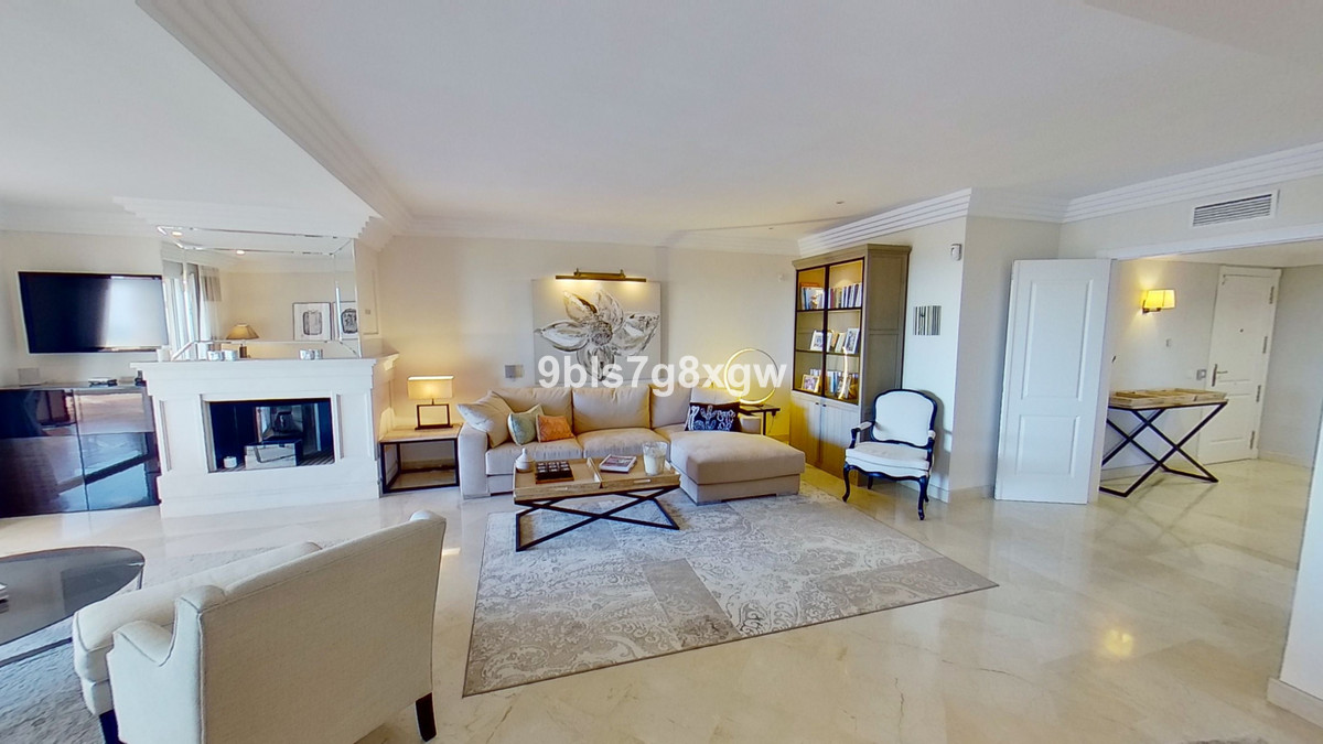 Exceptional 3 bedrooms apartment in a gated urbanization on the hillside of Nueva Andalucia. Close t,Spain