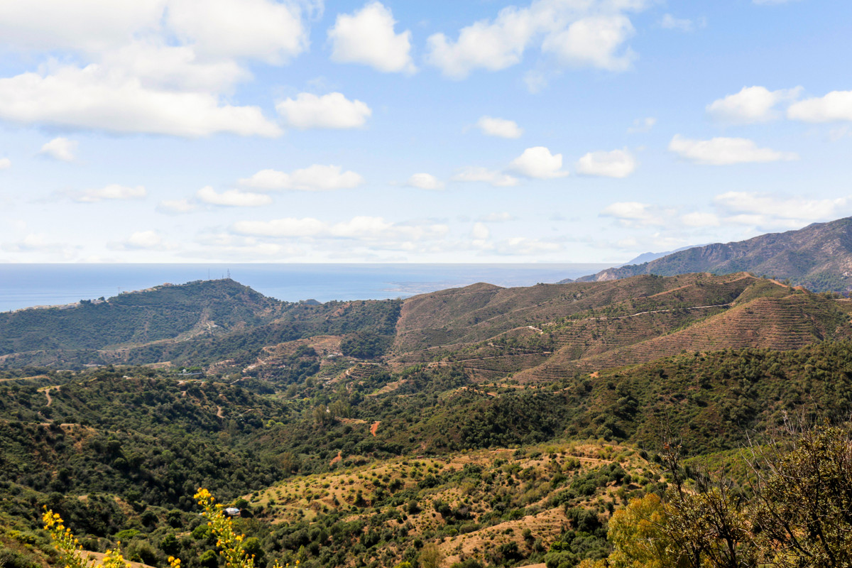 Spectacular land of more than 1.5 hectare with breathtaking views of the sea, the African coast and ,Spain