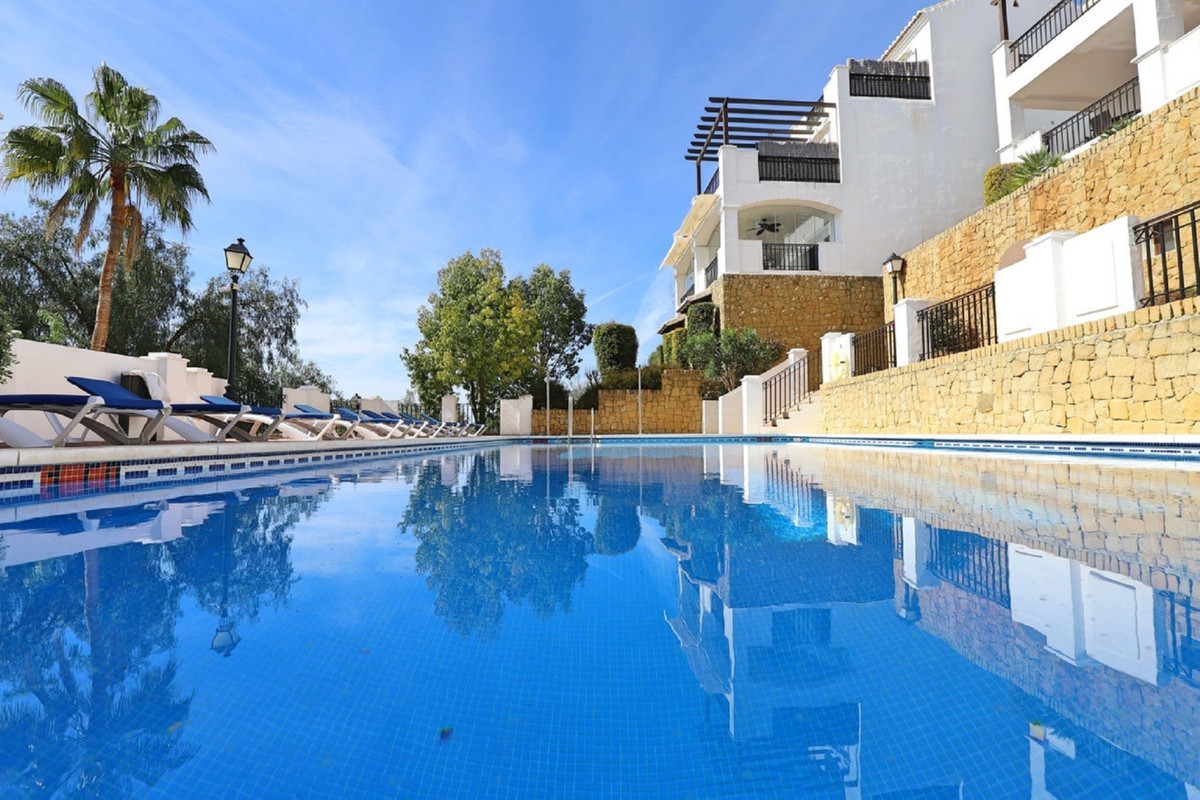 Great opportunity.  Magnificent  apartment facing west, situated in an complex in absolute tranquili,Spain
