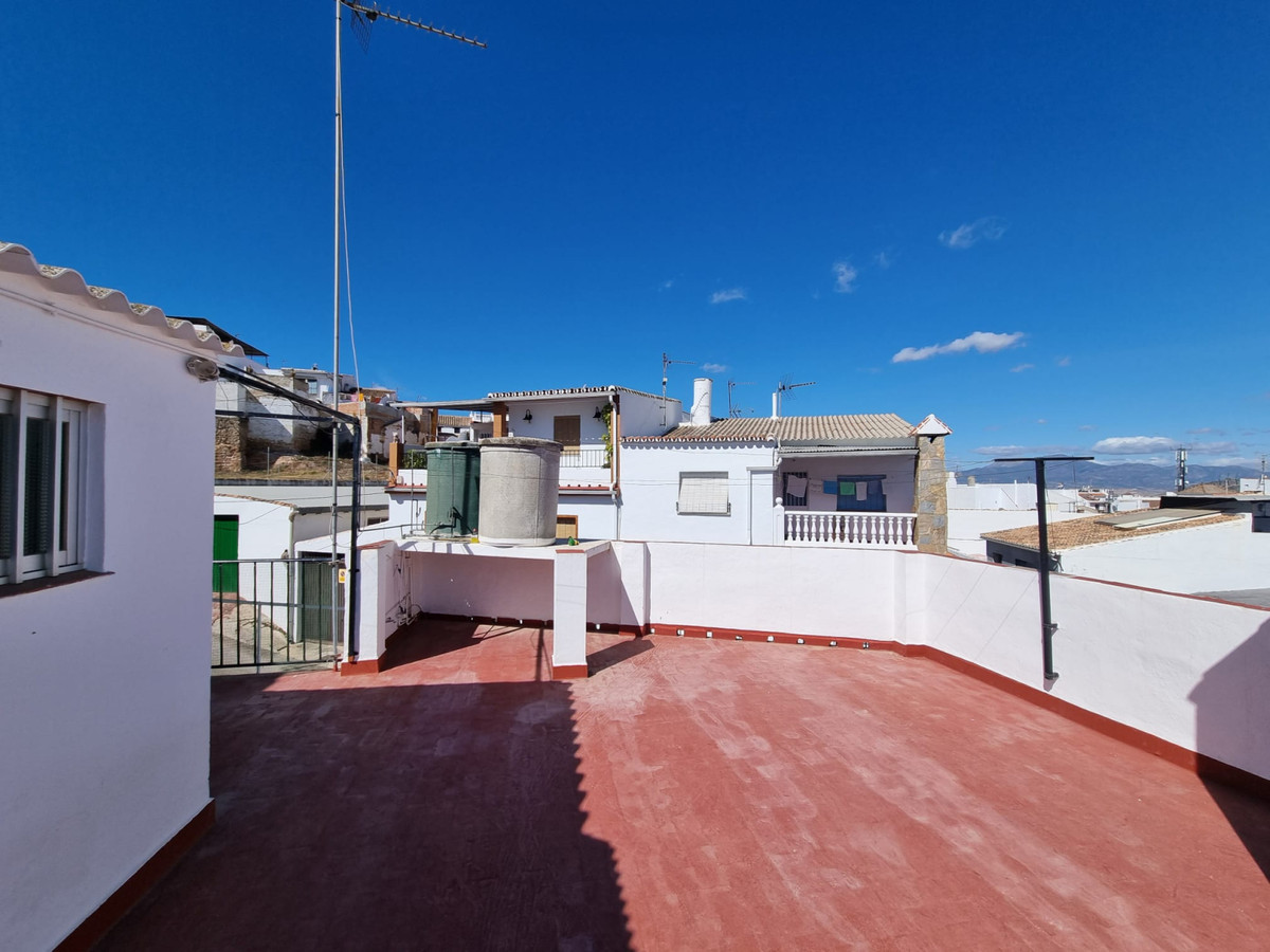 Spacious and bright apartment located in the center, on the first floor without elevator, very well ,Spain