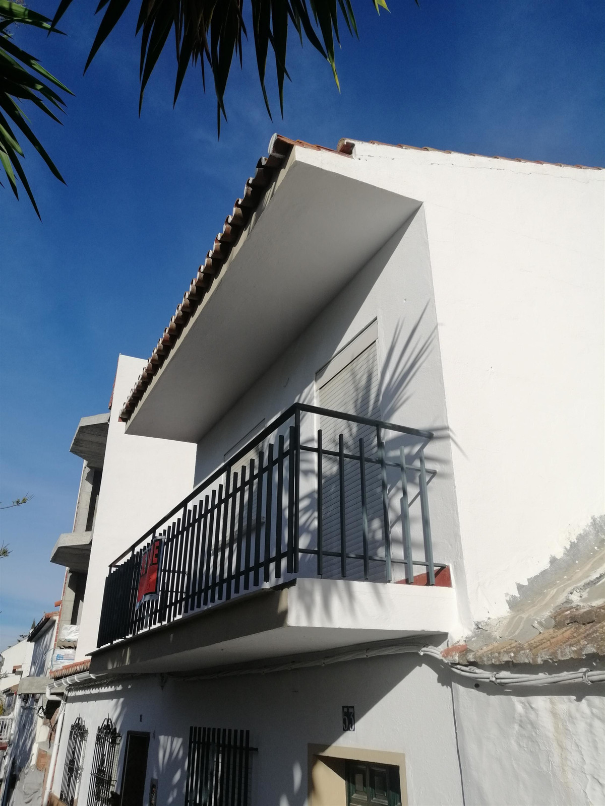 Two-storey house with the possibility of making a third floor or open terrace.  The house is built o,Spain