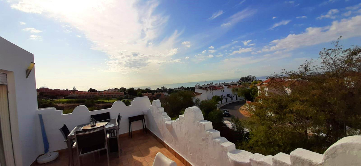 Fantastic townhouse with three bedrooms and three bathrooms, overlooking the sea and the golf course, Spain