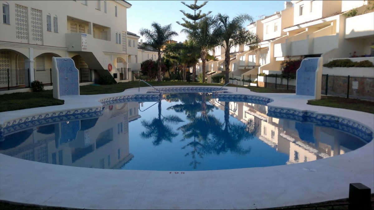 Beautiful villa with 2 floors in the area of Calahonda-Mijas Costa.  It has 2 large and very bright , Spain