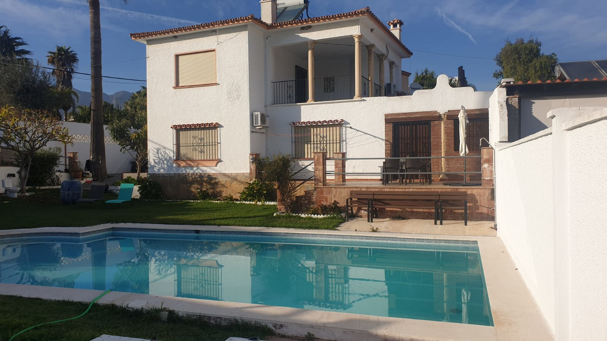 Detached villa with two floors for long-term rental.  The surface of the plot is 700 m2 and the hous,Spain