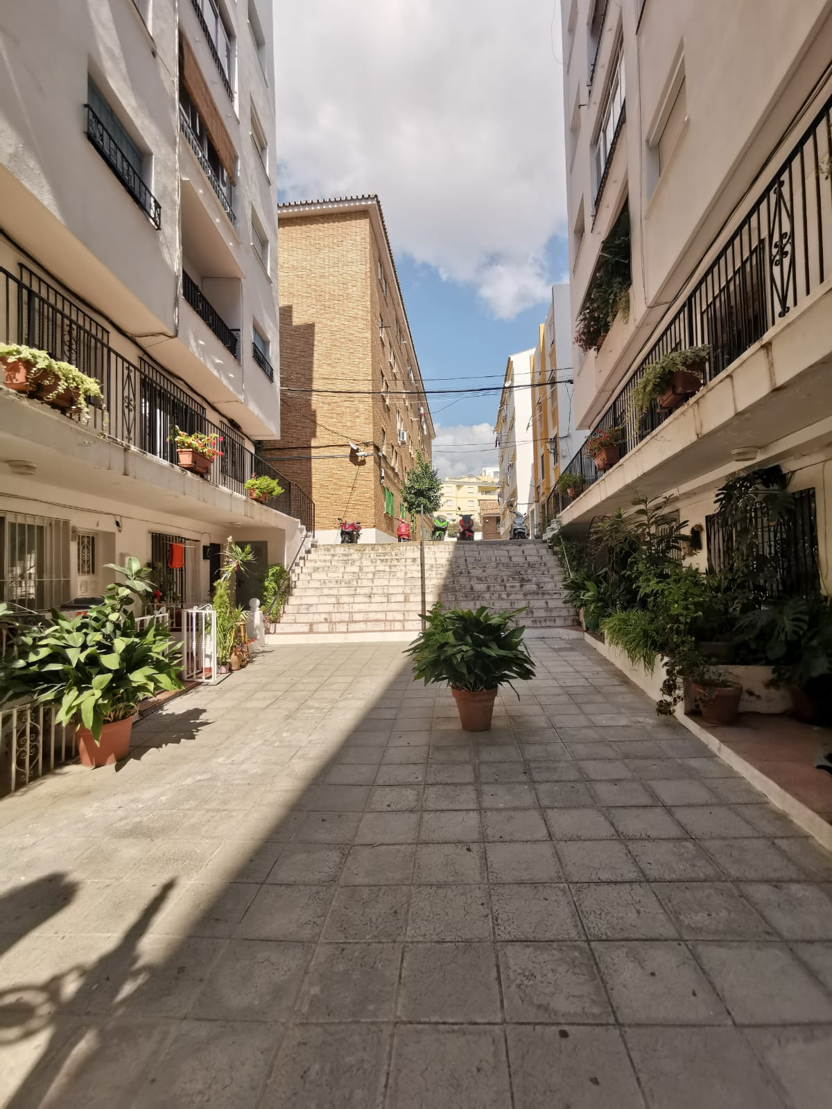 Great opportunity to start your business in Marbella!  Local with many possibilities in the old town, Spain