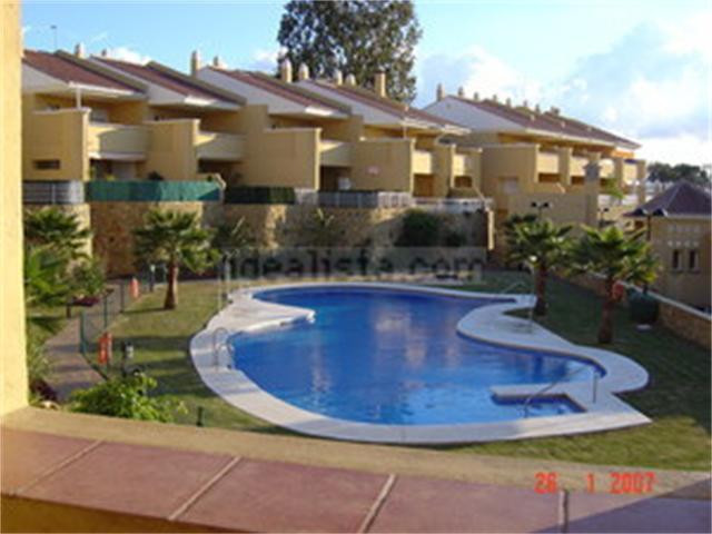 Terraced house in Cancela de la Quinta, zone of the gamonal. Front and rear terrace with bbq, living,Spain