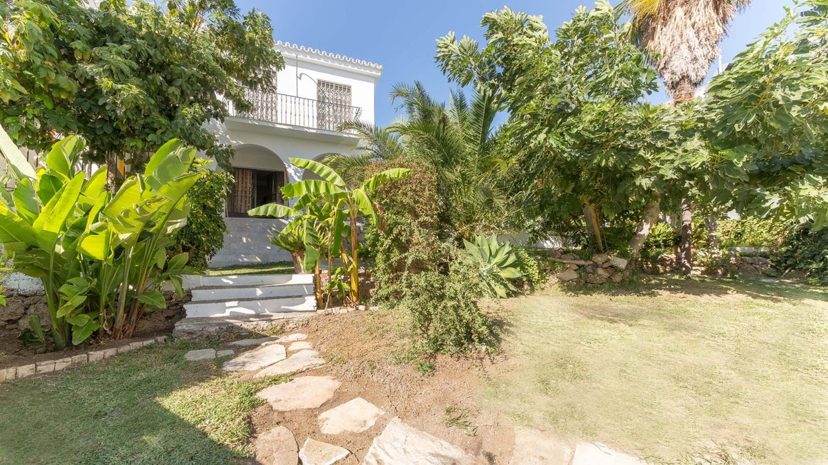 Excellent location for this fantastic independent villa. Full center of Marbella!  This fantastic ho,Spain