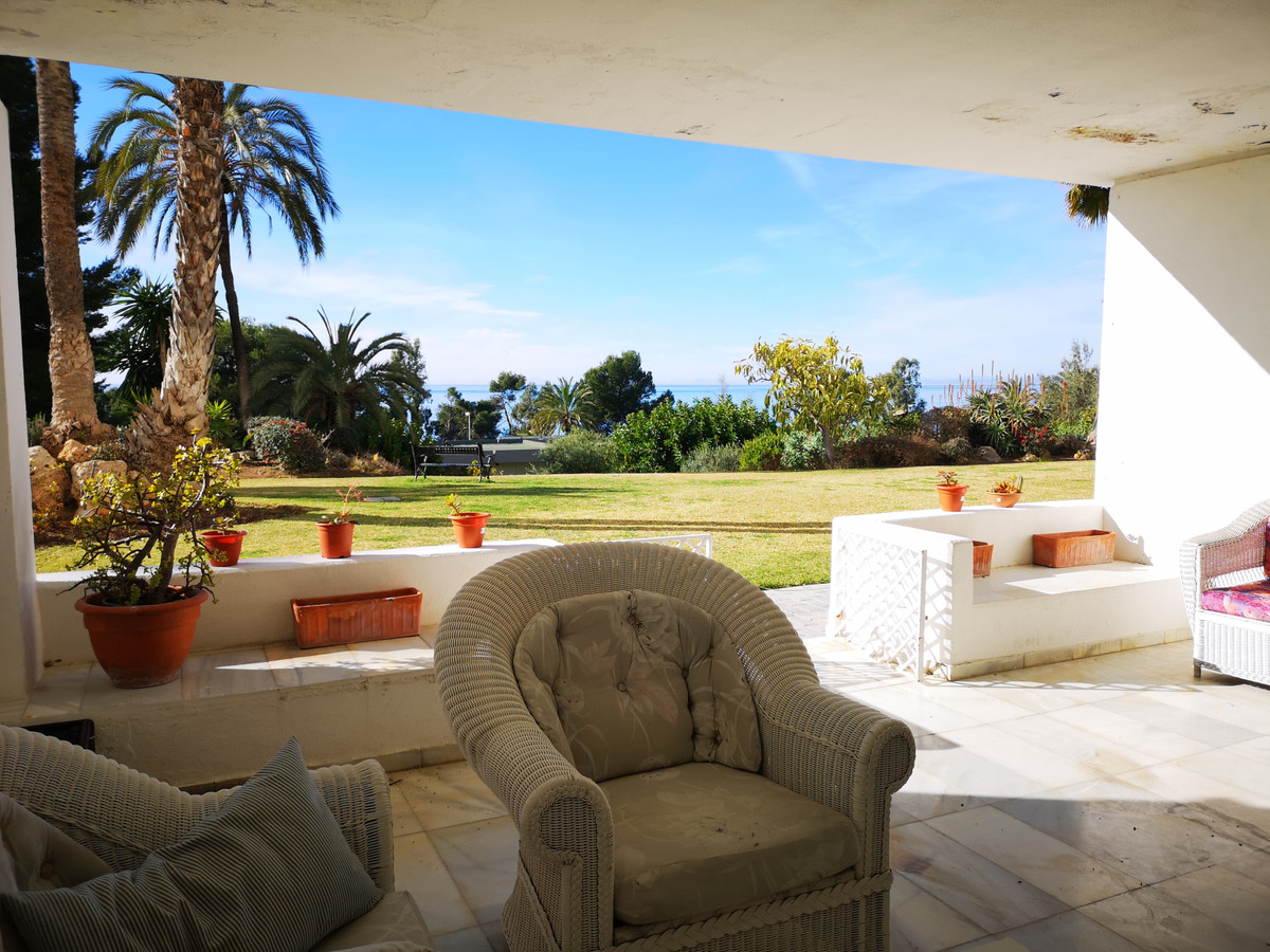 Spectacular ground floor apartment of 294 m2 with sea views.  The apartment has 3 large bedrooms wit, Spain