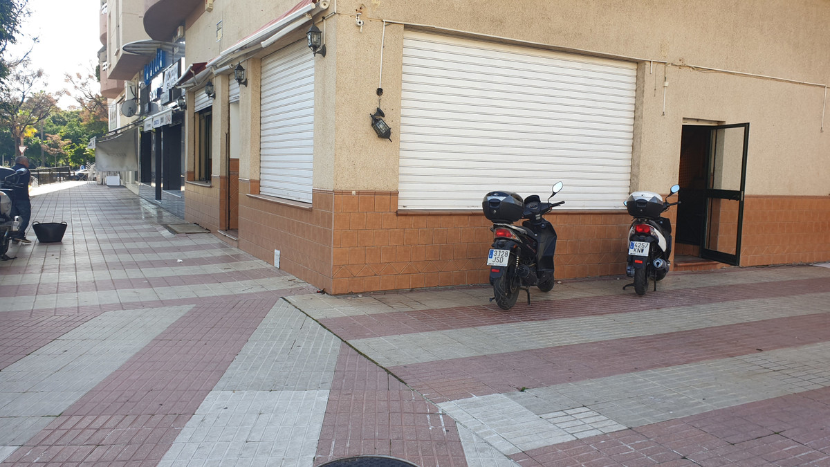 LOCAL FOR INVESTMENT NEAR THE NATIONAL POLICE STATION.  Possibility of renting or renting purchase o, Spain