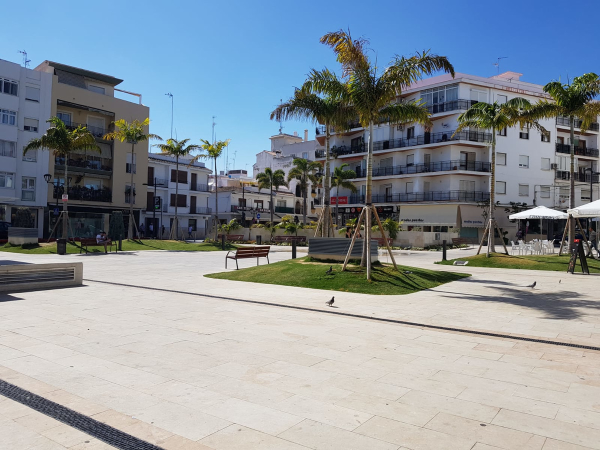 2-storey building in the heart of Estepona.  On the ground floor we find a beautiful bar-restaurant ,Spain